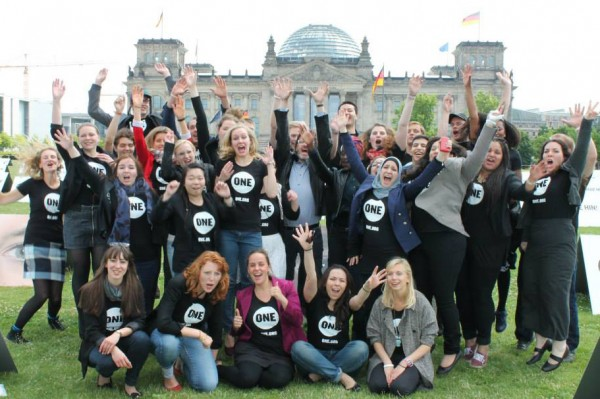 German Youth Ambassadors in front of the Reichstag